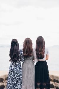 donne di spalle
